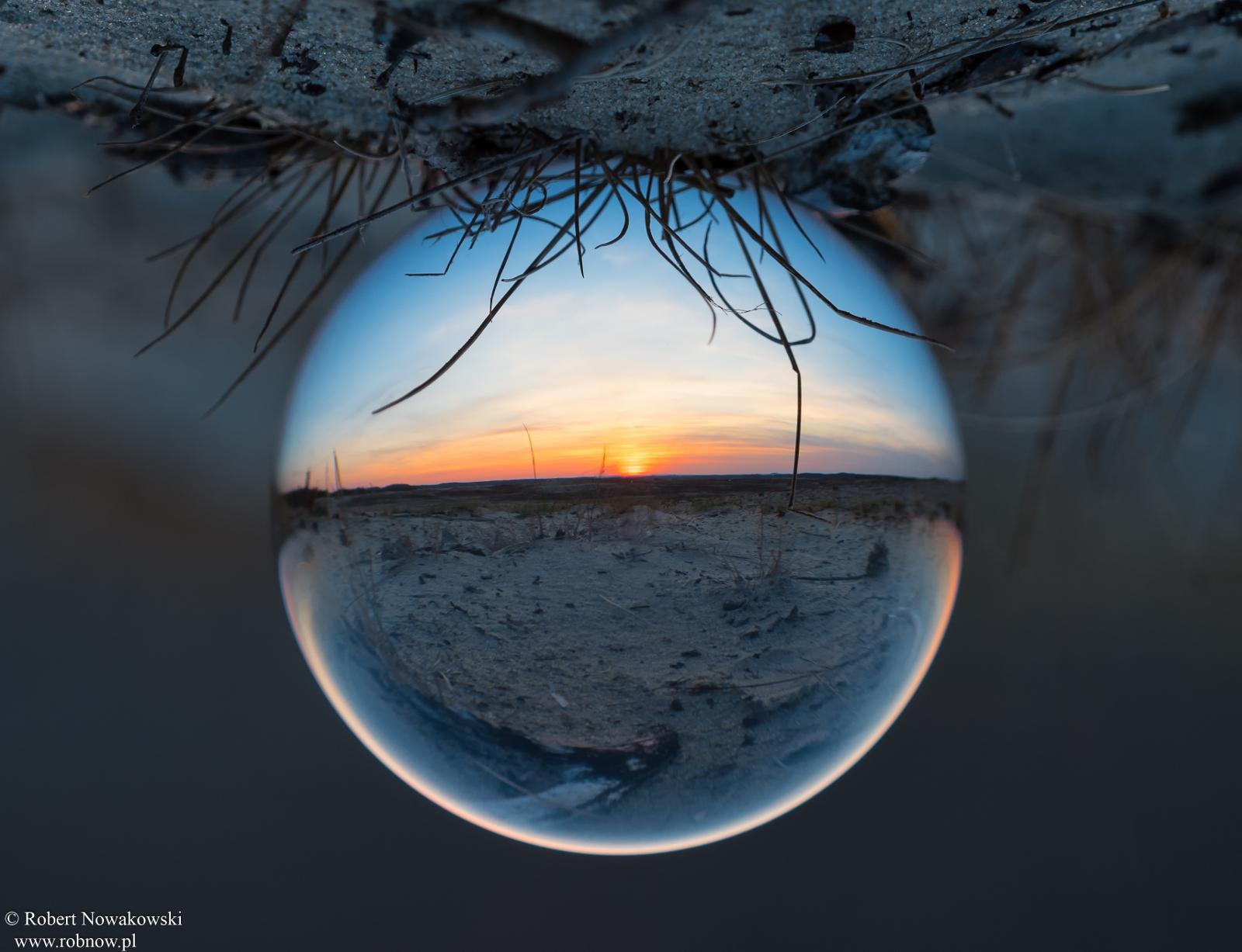 Wiosenny zachód Słońca na Pustyni Błędowskiej ...