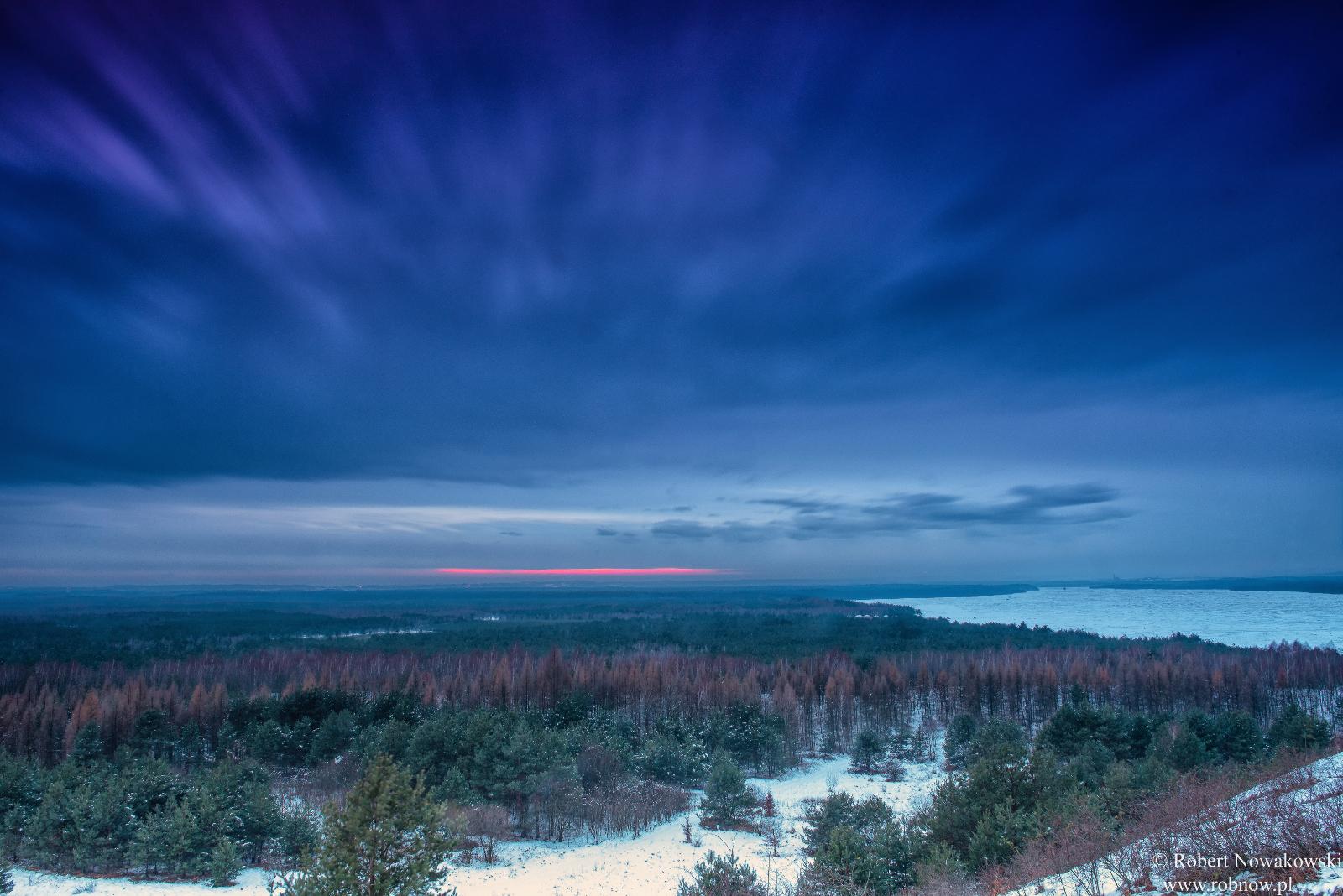 Zimowy zachód Słońca nad Pustynią Błędowską..